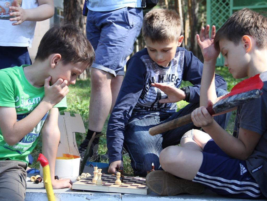 шахматный клуб в летнем лагере